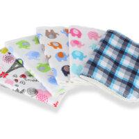 Petit Lulu mosható törlőkendő - pamut Színes pamut törlőkendőcsomag, amellyel kiválthatod az eldobható törlőkendőket. Tegyél a kendőre egy kis babaolajat, vagy nedvesítsd meg langyos vízzel és/vagy babafürdetővel és töröld meg a babád popsiját. Ha szimpatikusabb választhatod azt a módszert is, hogy gyorsan leöblíted a csap alatt a babád popsiját és utána megtörlöd a törlőkendővel. Anyaga: Egyik oldal : 95% pamut, 5% elasztán Másik oldal : 60% bambusz viszkóz, 40% organikus pamut